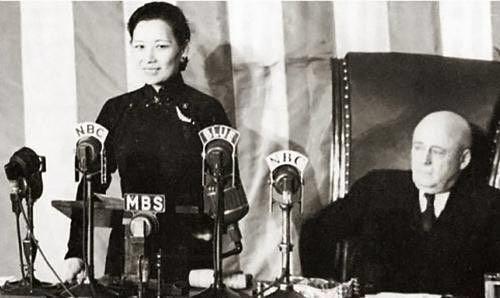 宋美龄身穿旗袍在美国国会发表演讲